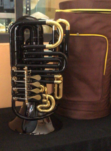 MINI TUBA DO -NEGRO Y ORO